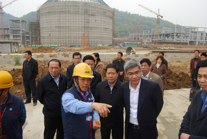 On 3 April 2013, the delegation led by Li Yihuang, vice governor of Jiangxi Province, visited the construction site of No. 5 and No.6 production line of Jiangxi Ya Dong, and was warmly received by Chang Chen-kuen, the general manager.